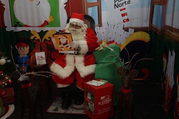 Santa Claus recibe cartas escritas por niños que desean regalos (Foto Prensa Libre: Hemeroteca PL)
