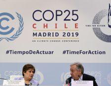 El Secretario General de las Naciones Unidas, Antonio Guterres y la Secretaria Ejecutiva del Cambio Climático de la ONU, Patricia Espinosa, celebran una conferencia de prensa previó a la inauguración de la Conferencia de las ONU sobre el cambio climático COP25. (Foto, Prensa Libre: AFP).