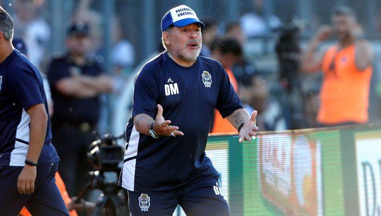 Diego Armando Maradona es el actual entrenador de Gimnasia y Esgrima. (Foto Prensa Libre: EFE)