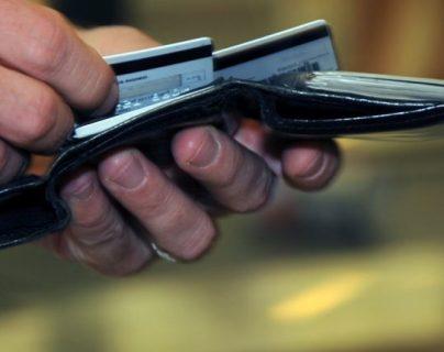 La iniciativa de ley de Tarjetas de Crédito incluida en el  nuevo dictamen emitido en el Congreso, contiene 66 artículos. (Foto, Prensa Libre: Hemeroteca PL).