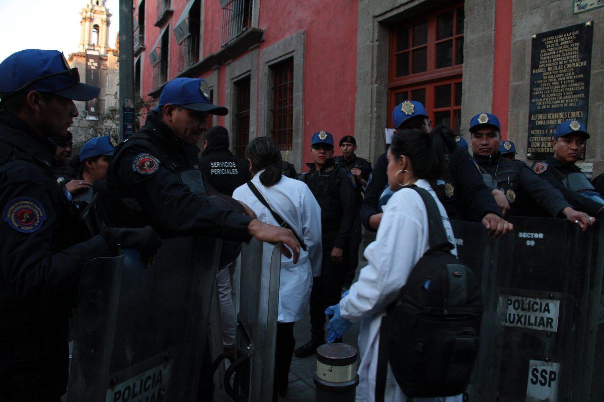 Balacera cerca del palacio presidencial de México deja cuatro muertos; policía abate al atacante