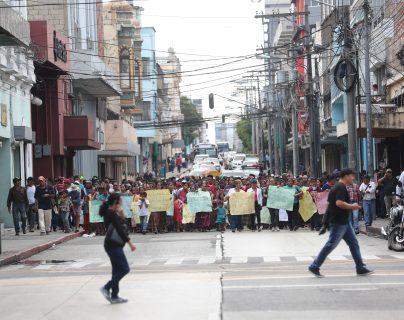 Varios sectores de la zona 1 capitalina se encuentran bloqueados, lo que impacta en el tráfico vehicular. (Foto Prensa Libre: Érick Ávila)   Fotograf'a Erick Avila:                    11/12/2019