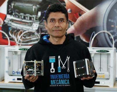 Víctor Ayerdi, director de Ingeniería Mecánica de la UVG y codirector del satélite guatemalteco CubeSat. (Foto Prensa Libre: Esbin García).