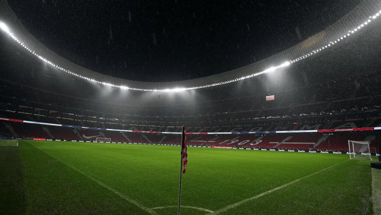 En el Wanda Metropolitano el Atlético de Madrid y el Barcelona se enfrentan. (Foto Prensa Libre: EFE)