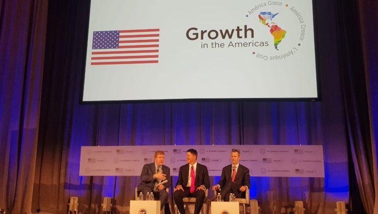 El director general de la Opic, Adam S. Boehler —extremo derecho—, afirmó en un panel de América Crece  que, además de los fondos, las empresas contarán con asistencia técnica. (Foto Prensa Libre: Cortesía)