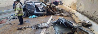 En la nueva carretera del Libramiento de Chimaltenango en mayo pasado ocurrió una colisión entre un camión y un automóvil que quedó destrozado: no hubo muertos. (Foto Prensa Libre: Hemeroteca PL)