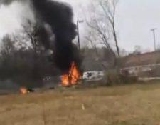 Una avioneta bimotor se estrello este día en Luisiana, EE. UU. dejan do cinco personas fallecidas. (Foto PRensa Libre: Captura de pantalla)