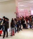 Largas filas se formaron en el ingreso a la tienda temática de BTS en la Ciudad de México  (Foto Prensa Libre, Forbes México)
