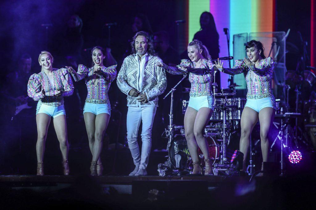 """""""El buki"""" demostró que además del canto, también le gusta el baile. (Foto Prensa Libre: Keneth Cruz)"""