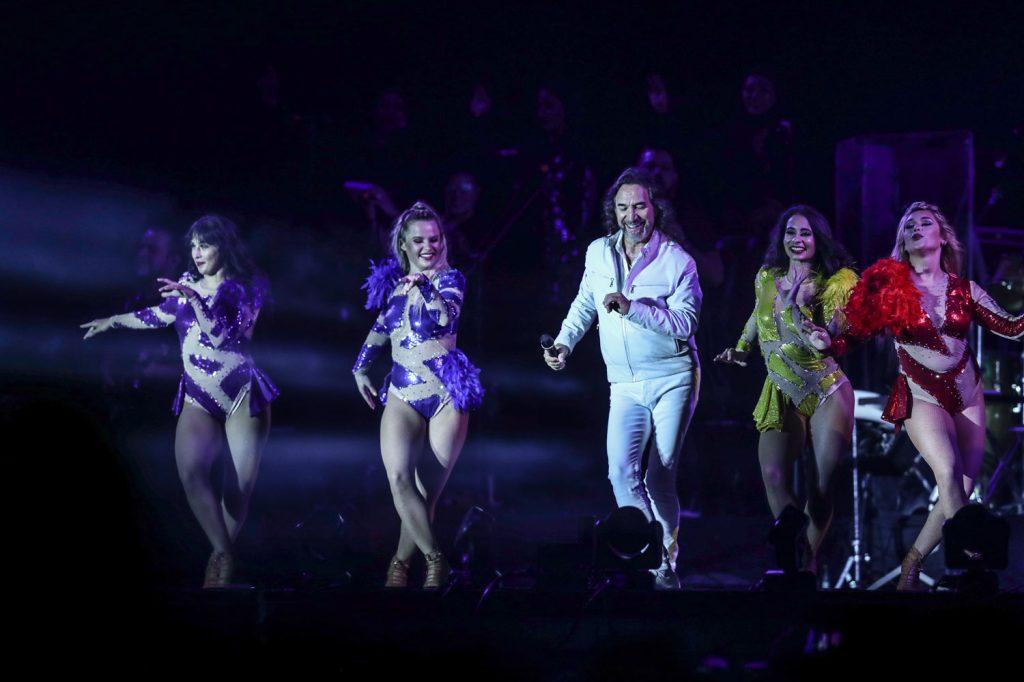 """Con diferentes coreografías, """"El Buki"""" ofreció un espectáculo especial en el país. (Foto Prensa Libre: Keneth Cruz)"""