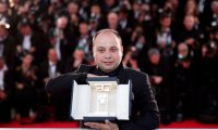 Cannes (France), 25/05/2019.- Guatemalan director Cesar Diaz poses with his Camera d'Or Jury Prize for the movie Nuestras Madres during the Award Winners photocall at the 72nd annual Cannes Film Festival, in Cannes, France, 25 May 2019. (Cine, Francia) EFE/EPA/IAN LANGSDON