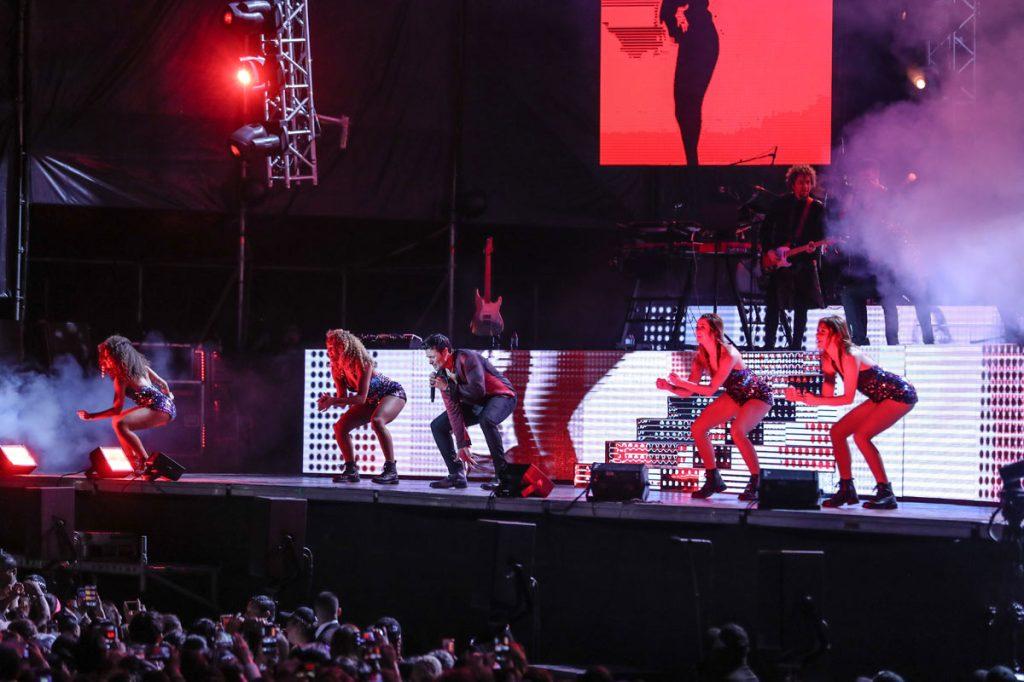 """""""Fiesta en América"""", """"Boom Boom"""", y """"Este ritmo se baila así"""", Chayanne demostró su habilidad en el canto y baile.  (Foto Prensa Libre: Keneth Cruz)"""