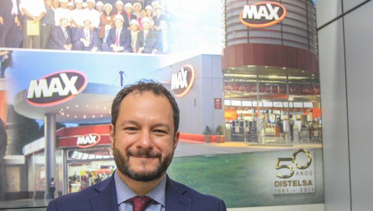 Martín Prera director de mercadeo dio a conocer los beneficios que ofrece Tiendas Max para sus clientes. Foto Prensa Libre: Norvin Mendoza