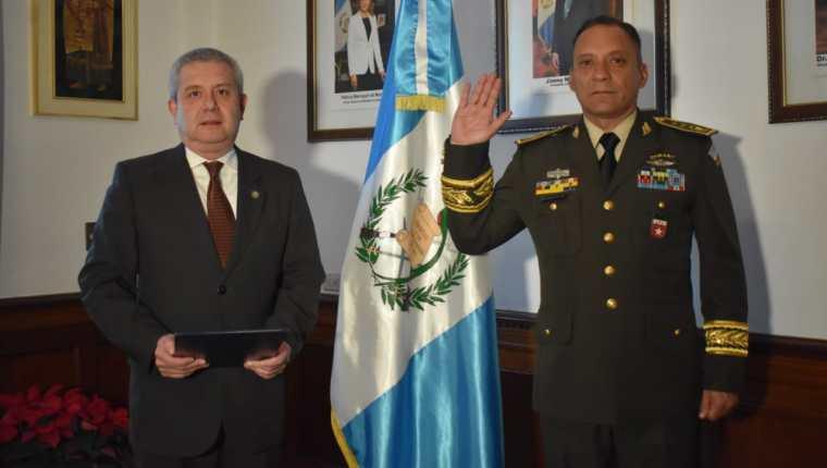 Albin Enrique Dubois Ramírez tomó juramento como Ministro de la Defensa Nacional. (Foto Prensa Libre: Ejército de Guatemala)