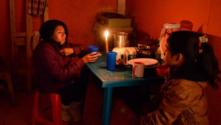 Familias en diversos departamentos no cuentan con servicio de energía. (Foto, Prensa Libre: Hemeroteca PL).
