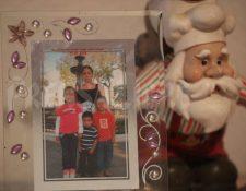 Luisa Gómez, quien lucha por su vida en el Hospital Regional de Zacapa, junto a sus hijos, la niña falleció el sábado y fue inhumada el domingo. (Foto Prensa Libre: Carlos Hernández).