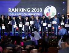 Municipalidades que resultaron con los mejores punteos en el ranking de gestión municipal 2018 fueron premiadas. (Foto Prensa Libre: Esbin García)