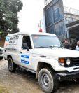 Un vehículo de medicina forense del ministerio público de Honduras sale del centro penitenciario de Tela en el municipio de Atlantida, Honduras.  (Foto Prensa Libre: EFE)