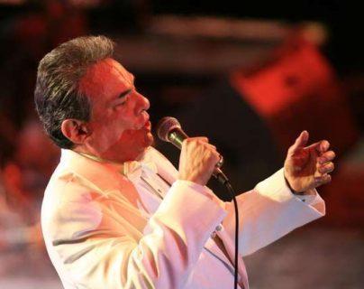 """""""El príncipe de la canción"""" falleció el 28 de septiembre a los 71 años. (Foto Prensa Libre: Hemeroteca PL)."""