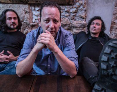 Paulo García -izquierda- y David Chinchilla -derecha-, colaboraron en el disco de Jorge Lambour -al centro-.(Foto Prensa Libre: Keneth Cruz)