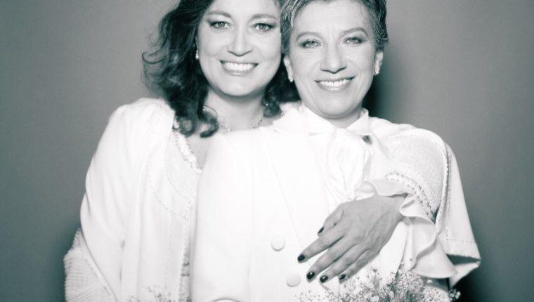 La senadora Angélica Lozano abrazó a la alcaldesa electa de Bogotá, Claudia López, previo a la ceremonia donde contrajeron matrimonio. (Foto Prensa Libre: Claudia López / Twitter)