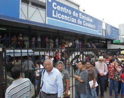 Maycom aplica medidas de prevención contra el coronavirus en sus centros de emisión de licencias de conducir. (Foto Prensa Libre: Hemeroteca)