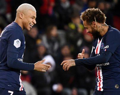 Kylian Mbappé se ha convertido en una de las piezas claves en el París Saint Germain, junto al astro brasileño Neymar. (Foto Prensa Libre: AFP).