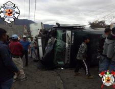 Los Bomberos Voluntarios reportaron el traslado de, al menos, 10 personas heridas al Hospital Regional de Occidente. (Foto Prensa Libre: Bomberos Voluntarios)
