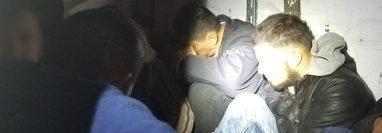 El grupo de 22 migrantes permanecía dentro de un remolque a una temperatura de cero grados. (Foto Prensa Libre: CBP)