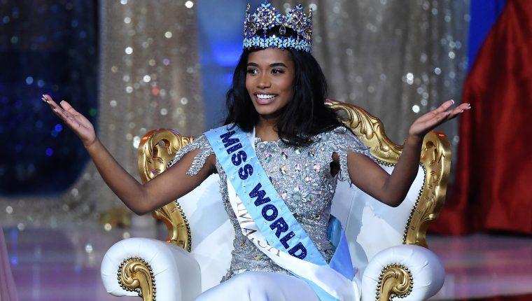 La jamaicana Toni-Ann Singh es coronada como Miss Universo durante la final del concurso de belleza, este sábado en Londres, Reino Unido. (Foto Prensa Libre: EFE/ Facundo Arrizabalaga).