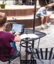 Para este nuevo tipo de emprendedores, freelancers y nómadas digitales, uno de los espacios que más están llamando su atención son los coworking. (Foto Prensa Libre: Angélica Escobar)