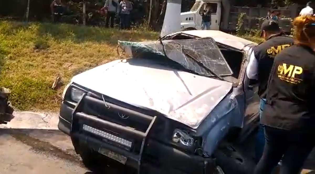 Choque entre picop y vehículo parqueado deja un fallecido en autopista a Palín, Escuintla