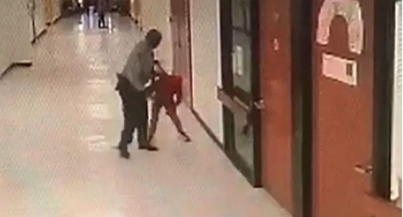 Despiden a policía escolar que golpeó y tiró al suelo dos veces a un menor de 12 años