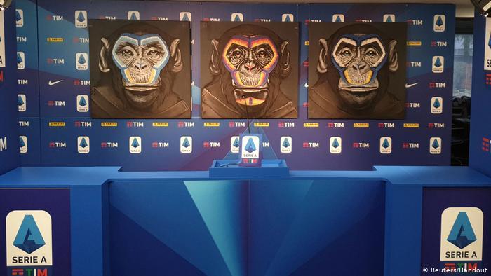 Una campaña antiracismo de la Liga A, con imágenes de tres monos, provoca indignación.(Reuters/Handout)