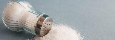 Actualmente la sal artesanal es fortificada con yodo, sin embargo, el círculo médico pide que se le agregue también flúor. (Foto Prensa Libre: Hemeroteca PL)