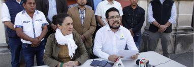 Los representantes de Movimiento Semilla en conferencia de prensa. (Foto Prensa Libre: Noé Medina)