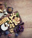 Antes de servir la cena de Navidad, usted puede sorprender a sus invitados con una tabla de quesos. (Foto Prensa Libre: Servicios).