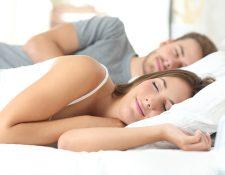 Dormir las horas necesarias al día son importantes para prevenir enfermedades crónicas. (Foto Prensa Libre: Servicios).
