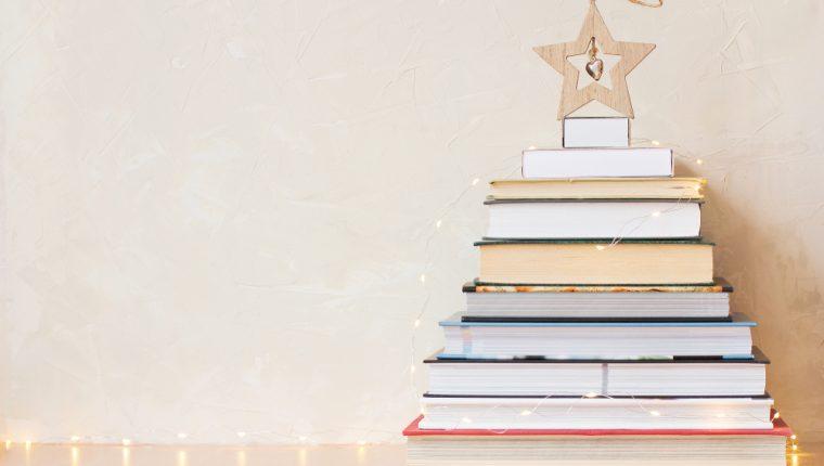 Aproveche esta temporada para iniciar un hábito de lectura con increíbles historias navideñas. (Foto Prensa Libre: Servicios).