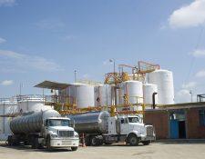 Según transportistas  de combustibles, el acuerdo ministerial  351-2019 del MEM sí contiene los ajustes anuales de los montos del seguro de transporte de hidrocarburos, pero fue derogado por otro acuerdo. Foto con fines ilustrativos.