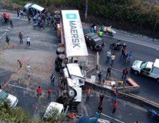 El paso de vehículos hacia la capital es complicado en la ruta al Pacífico. (Foto Prensa Libre: Pampichi News)