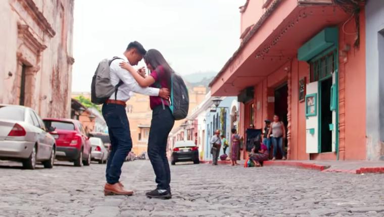 """Cristian Morales y Diana Marroquín participan en el videoclip """"Put It All On Me"""", de Ed Sheeran. (Foto Prensa Libre: Tomada del canal oficial en YouTube de Ed Sheeran)"""
