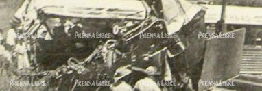 El 13 de octubre de 1994 ocurrió un accidente en el kilómetro 175 de la ruta al Atlántico. (Foto Prensa Libre: Hemeroteca PL)