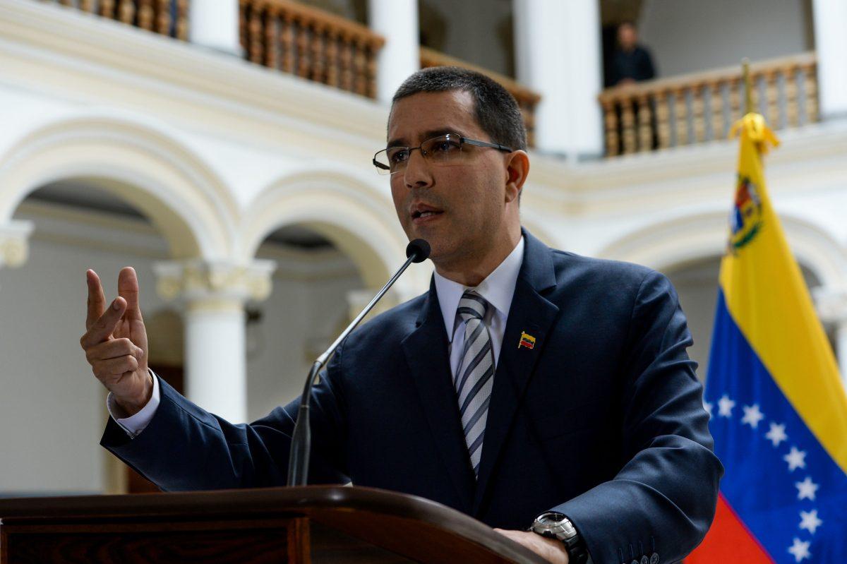 """Es """"otro chiste de mal gusto"""": Venezuela reacciona a la decisión de Giammattei de romper relaciones con ese país"""