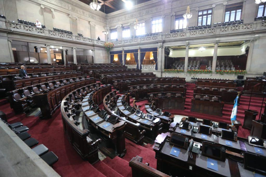 El hemiciclo del Congreso de la República permanece vacío minutos antes de iniciar con el protocolo de la Transmisión de mando. Foto Prensa Libre:  Érick Ávila