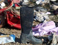 Algunas pertenencias de los 176 pasajeros y tripulantes del avión siniestrado eran visibles este miércoles cerca de Teherán. REUTERS