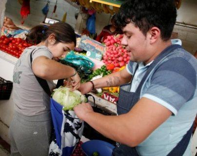 El gobierno de Ciudad de México busca que los consumidores lleven sus propias bolsas reutilizables para hacer sus compras.