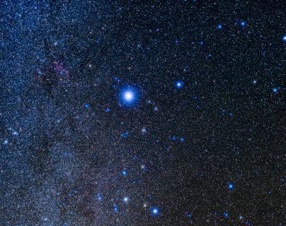 Hoy Sirius (o Sirio) es la estrella reina, pero V Sagittae le robará la corona... aunque solo por unas semanas.