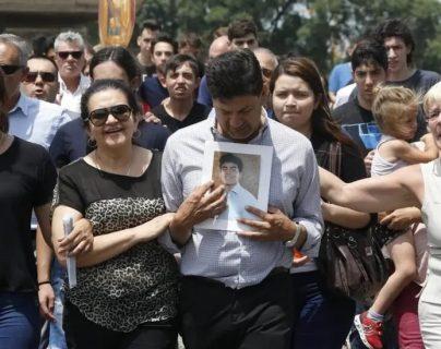 Padres, familiares y amigos de Fernando Báez Sosa asistieron a su funeral tras ser asesinado a manos de 11 jugadores de rugby en Villa Gesell, Argentina. IGNACIO SÁNCHEZ/LA NACION