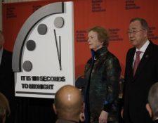 """El movimiento de este año hacia la """"medianoche"""" obedeció a la proliferación nuclear, la incapacidad de abordar el cambio climático y la """"desinformación basada en la guerra cibernética"""". BAS"""